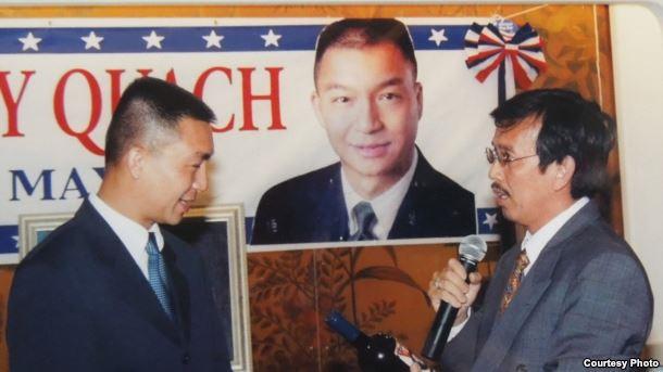Ông David Dương (phải) trong buổi gây quỹ cho ông Andy Quách ứng cử thị trưởng thành phố Westminster, quận Cam, bang California. Ảnh: VOA.