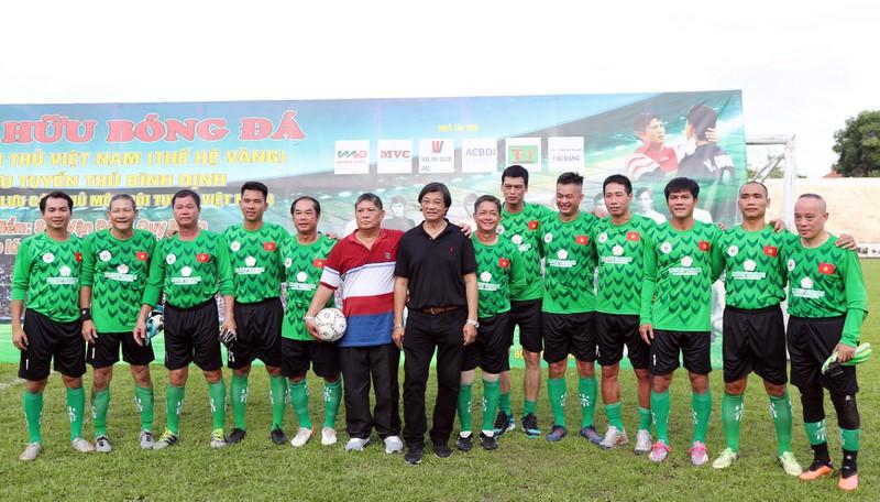 Thủ môn kỳ cựu Trần Văn Khánh, Dương Ngọc Hùng và các đồng nghiệp, đàn em, học trò qua từng thời kỳ của bóng đá Việt Nam.